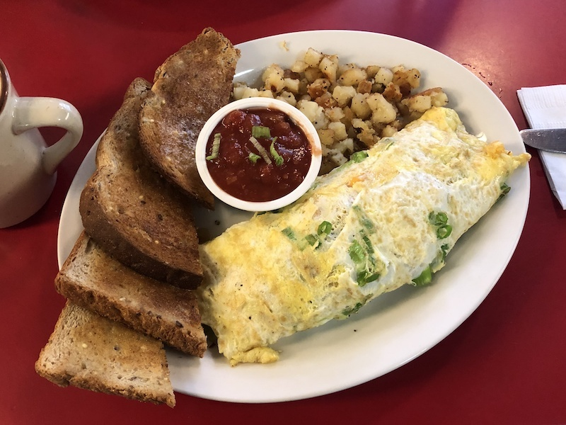 Omelette of choice at Galaxie Diner | Calgary | Banff | Ultimate Travel Guide | Where To Eat | Things To Do